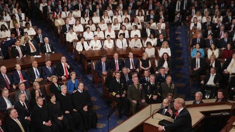 Ganz in Weiß: Demokratinnen setzen im US-Kongress ein klares Zeichen