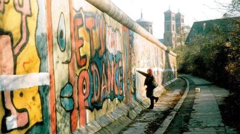 Striche ziehen – Auf der Mauer auf der Lauer…