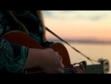 Feinstes Singer-Songwritertum aus Estland. Versprochen ist versprochen!