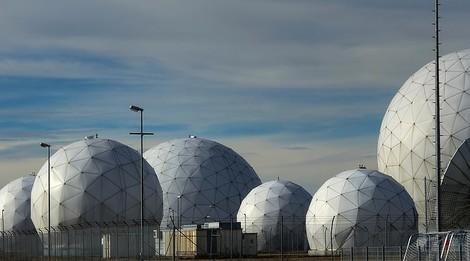 Die abstruse Weltraumtheorie: Wie sich BND und Kanzleramt vor der Öffentlichkeit fürchteten