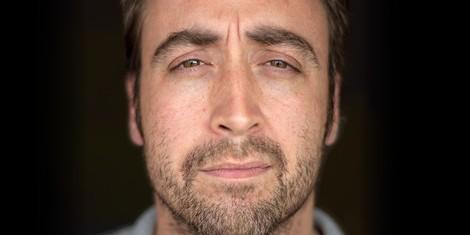 SLIPPING AWAY. Jo Aubin hat Alzheimer. Er ist 38 Jahre alt.