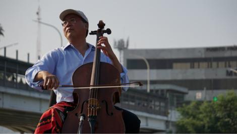 Yo-Yo Ma will musikalische Brücken schaffen und spielt Cello an der mexikanischen Grenze
