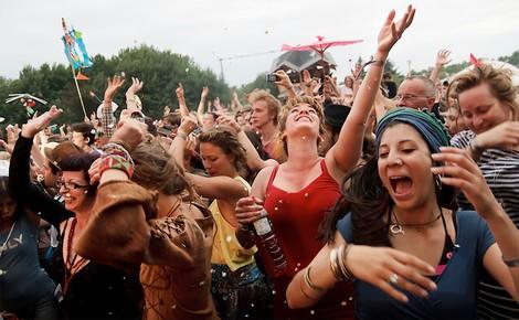 Fusion: Wie die Polizei ein alternatives Musikfestival kriminalisiert