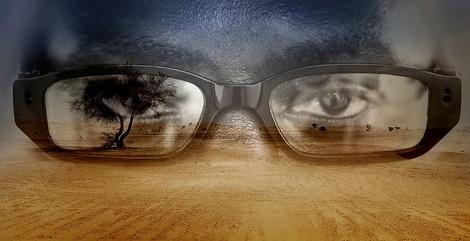 Wie ein Ghanaer mit einer Spionagebrille den Horror auf Westafrikas Migrationsrouten dokumentierte