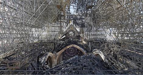 Ein Oster-Thriller: Das Feuer von Notre-Dame