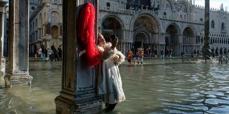 """""""Im Wasser faulende Dummköpfe"""" – Venedig und das Versagen der Politik"""