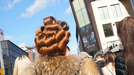 Die Frauen von Liverpool und ihre Lockenwickler
