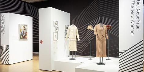 """Go, Girl: Ausstellung """"Kleider in Bewegung – Frauenmode seit 1850"""" in Frankfurt"""